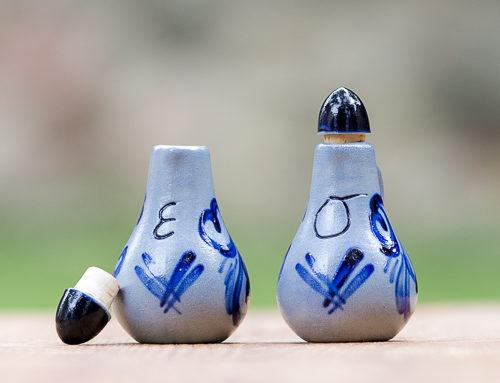 Gegossene Tischölflasche und Essigflasche klein