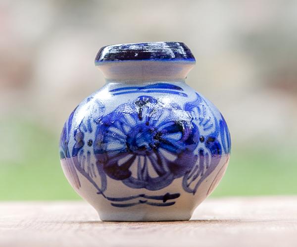 Bauchiges Salzglasur Tischväschen Handbemalt 10cm